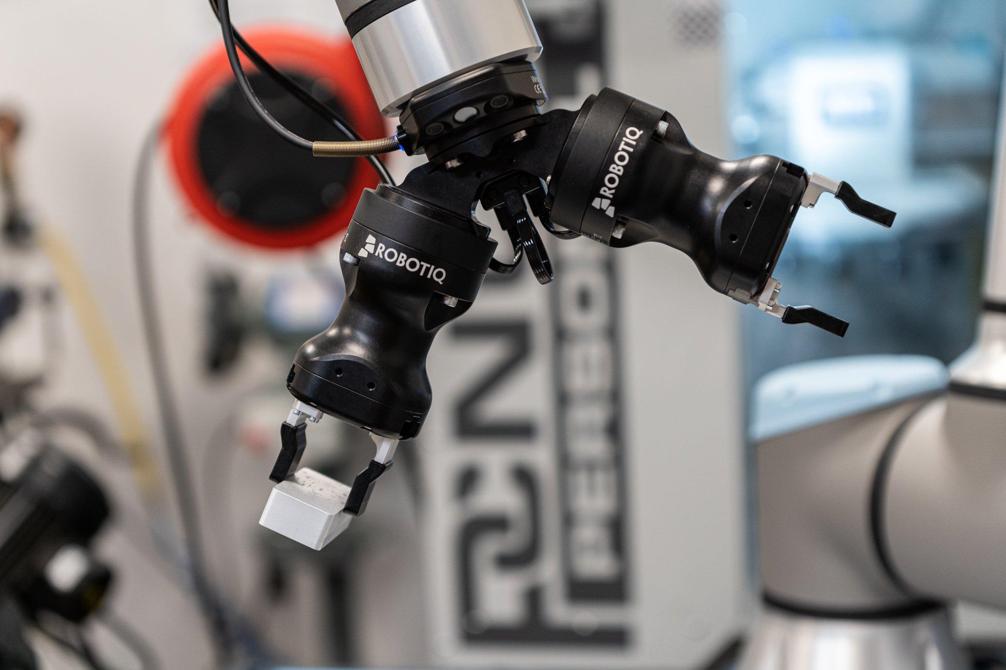 Dual Hand-E and Wrist Camera - CNC Machine Tending Kit