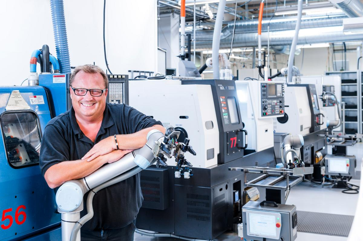 42 UR cobots at Trelleborg Sealing Solutions increased