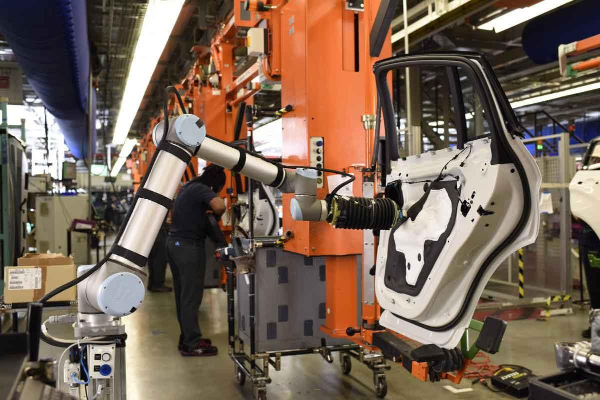 Automotive-Manufacturing-cobots