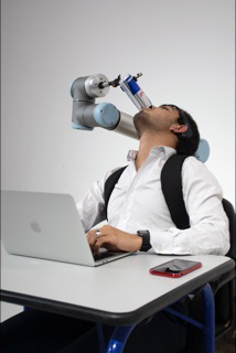 cobot-serving-your-Red-Bull