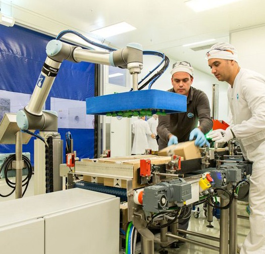 Spanish-company-RNB-Cosmeticos-has-integrated-six-UR10-cobots