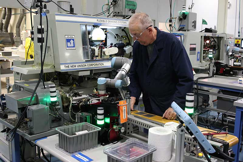 three-UR-cobots-to-tending-the-machines-manufacturing-medical-instruments-web