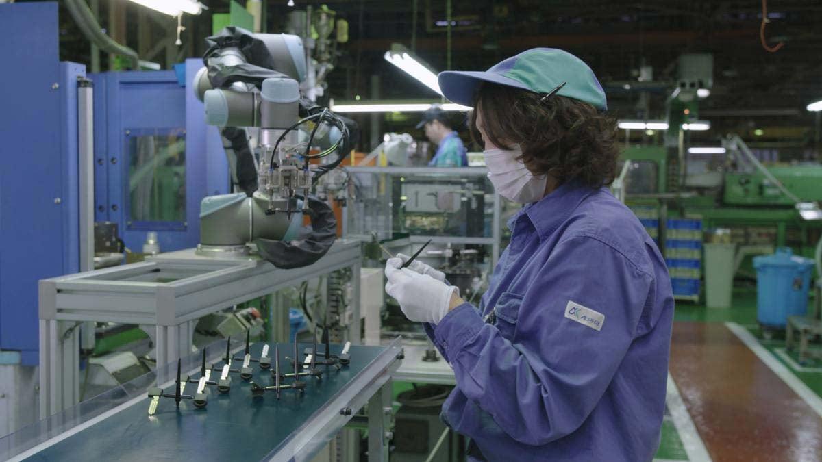 Installing the UR cobots at Alpha Corporation