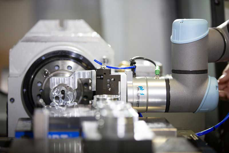 Cobots-are-great-for-precision-handling