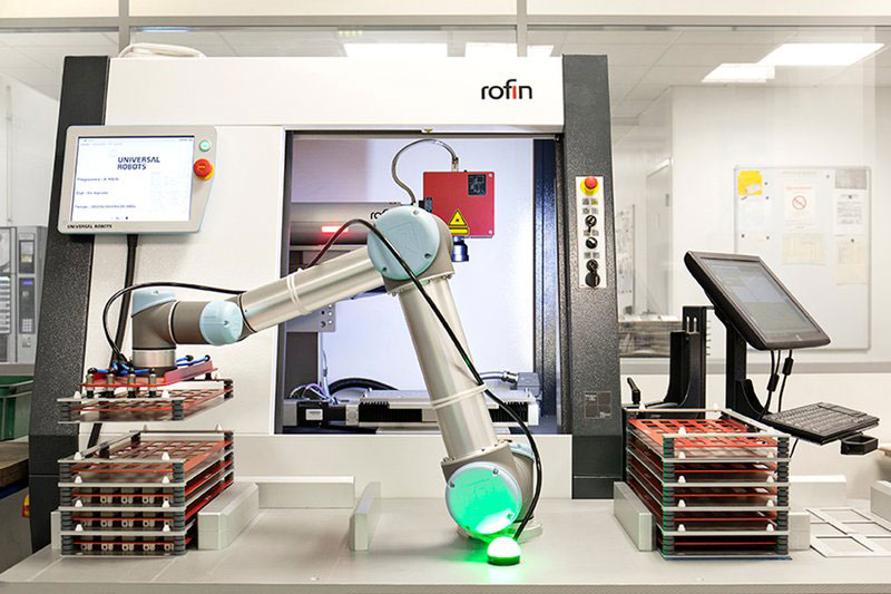 machine-tending-with-UR5-collaborative-robot