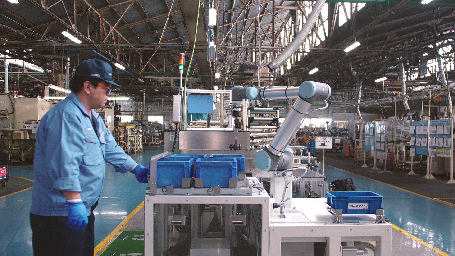 1. UR5 at the gear assembling process