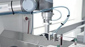 ur5-collaborative-robot-handles-bloodsamples-at-gentofte-hospital_498x280