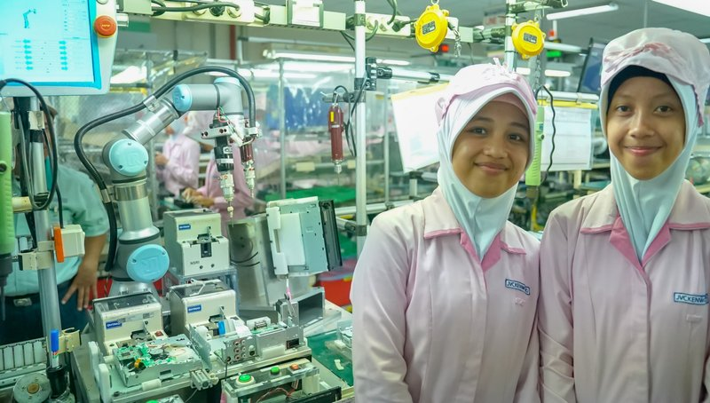 JVC Kenwood in Indonesia uses cobots