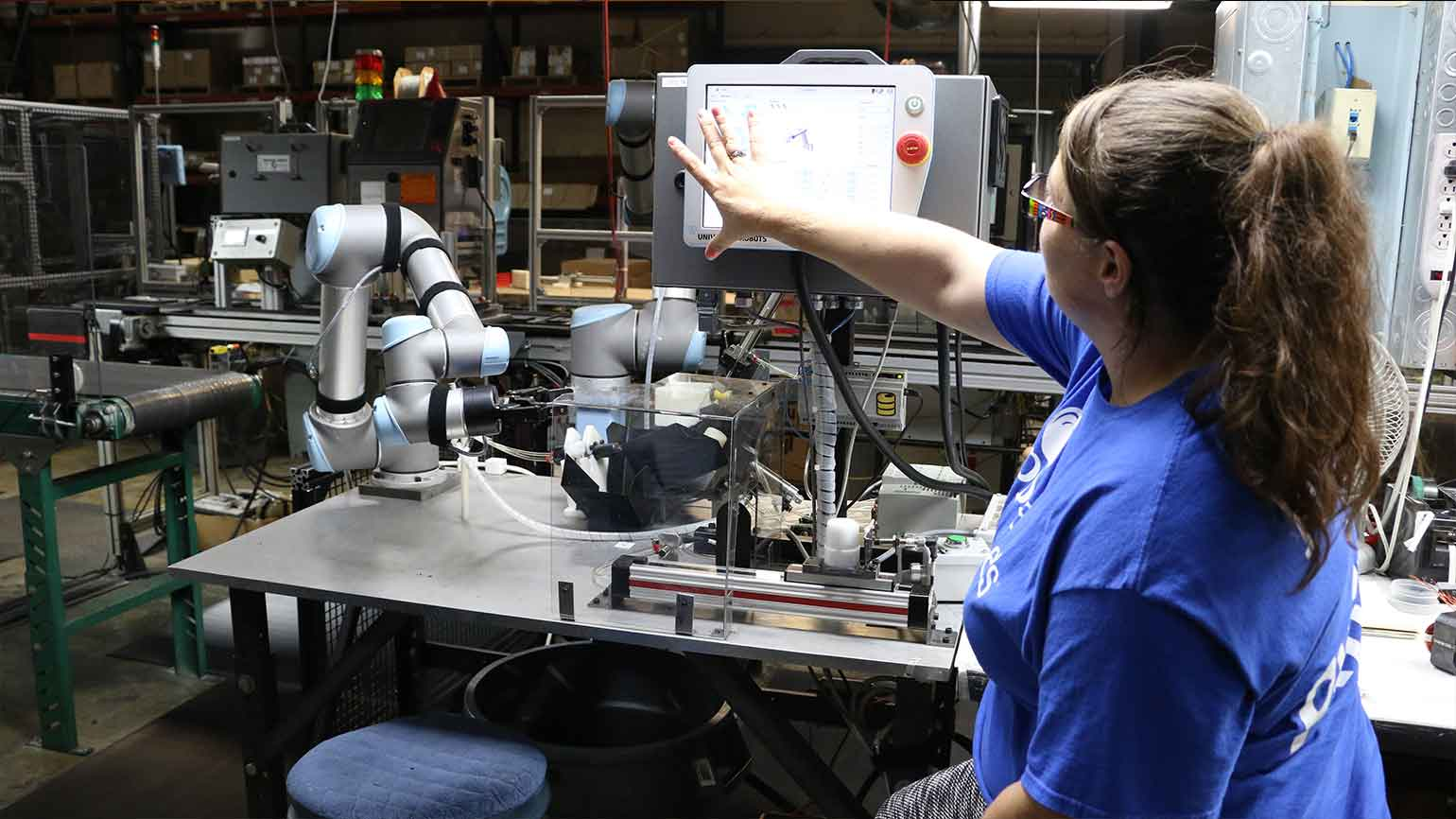 human-robot-collaboration-in-electronics-and-technology-industry