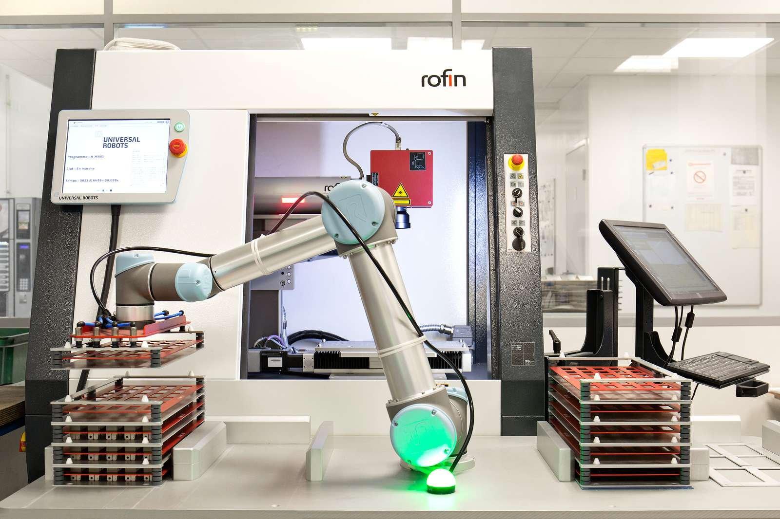 UNIVERSAL ROBOTS Nichrominox 30-1600px