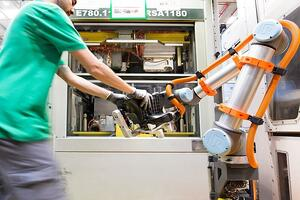 machine tending universal robot