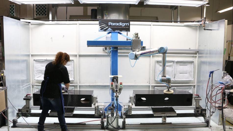 WE_Blog_Roboter Möbelindustrie_Möbel- & Einrichtungsbranche_Cobot-Integration_Franke_Paradigm_200810 (3)