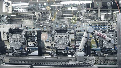collaborative-robots-at-nissan-moror-company-in-japan