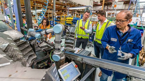 collaborative_robots_in_assembly_line_for_locks_and_-hinges_assa_abloy