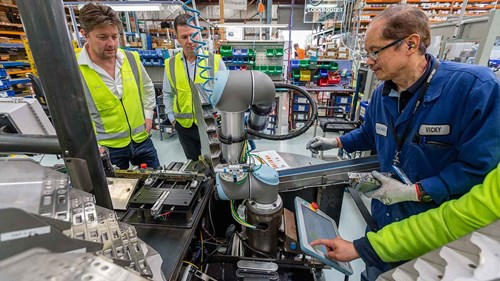 ease_of_use_with_collaborative_robots_ur5_assembly_pick_and_place_assa_abloy