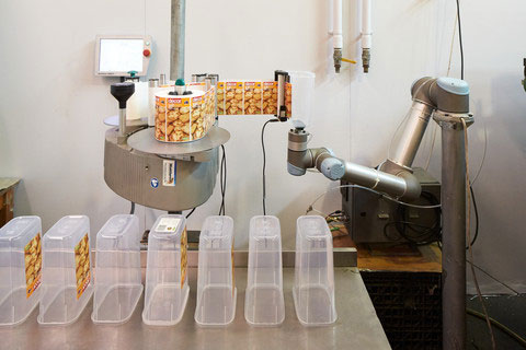Robotic-arm-in-labelling-application.jpg