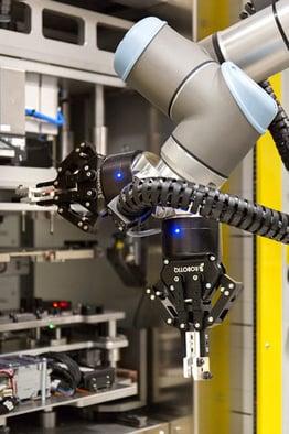 Universal-robots-at-Continental---cobots.jpeg