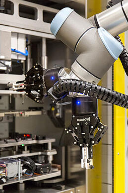Universal-robots-at-Continental---cobots.jpeg