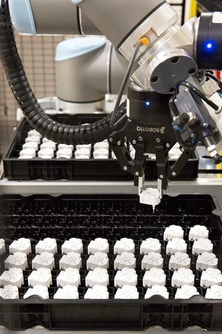 UNIVERSAL ROBOTS working at Continental.jpg