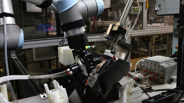 Cobots-can-improve-quality-and-productivity---Universal-robots.jpg