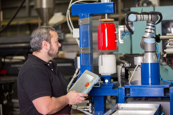 Universal-Robots-cobots-handle-assembly-and-labeling-tasks-at-TCI.jpg