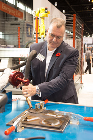 A-FABTECH-show-attendee-teaches-SnapWeld-the-welding-path