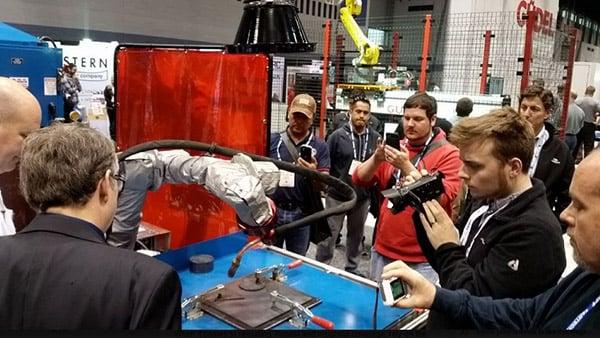 Snapwelder-in-action-collaborative-robot-welding