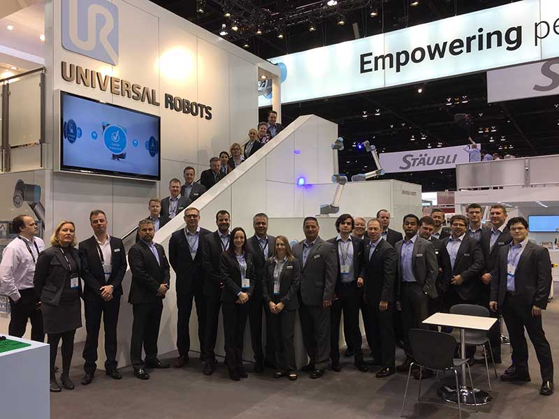 Team-Universal-Robots-at-Automate-2017.jpg