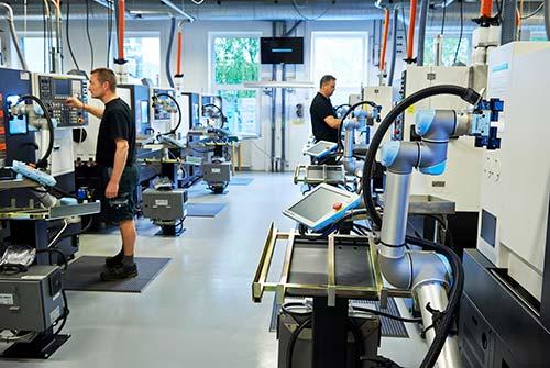 42-UR-robots-at-trelleborg-in-denmark.jpg