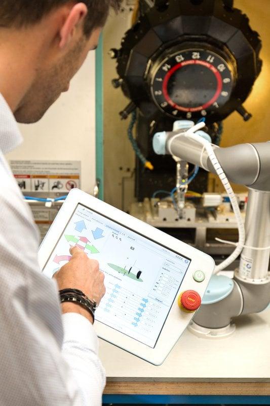 UR robots in machine tending application.jpg