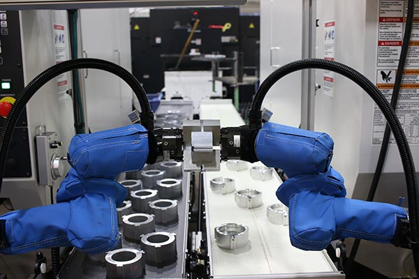 Two-UR5-robots-work-in-tandem-in-a-vision-controlled-machine-tending-application.jpg