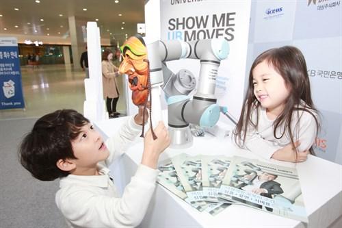Cobots At Robot World 2015 Seoul