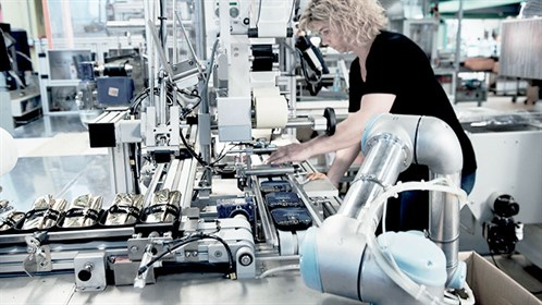 Cobots Help With Pacakaging Task