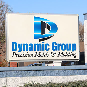 Injection Molding At Dynamic Group With Collaborative Robots