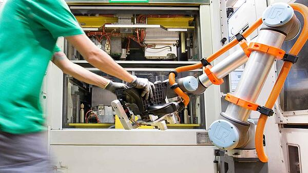 mannplushummel-uses-ur10-cobots-for-pick-and-place-and-machine-tending-applications
