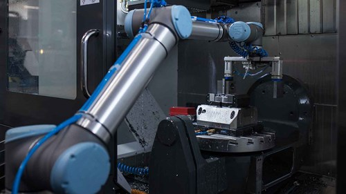 pick_and_place_machine_tending_with_collaborative_robots_at_baumruk_baumruk