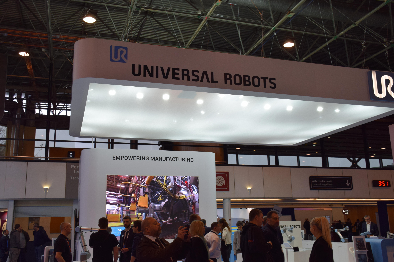 universal robot smart industries paris
