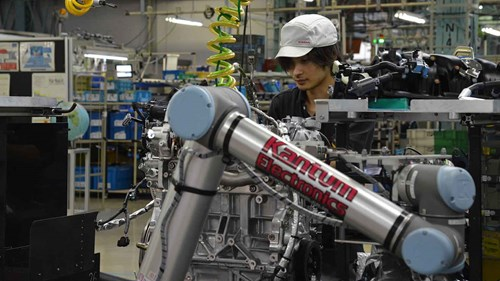 ur10_cobot_nissan_assembly_collaborative_japan