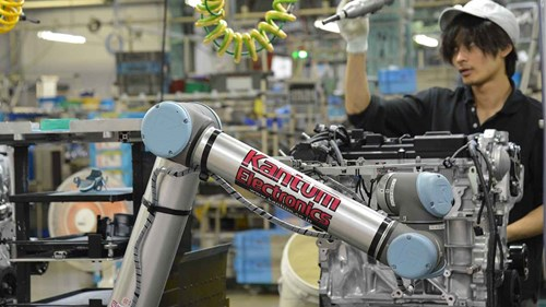 ur10_cobot_nissan_assembly_collaborative_japan_2