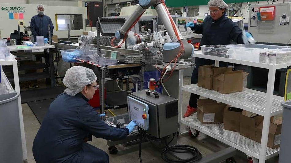 ur10_collaborative_robots_cobots_workers_filling_kitting_dispenser_dynamic