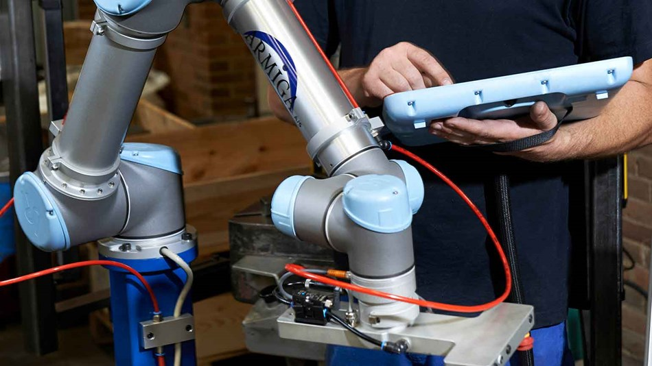 ur5-robotic-arms-for-manufacturing-expand-production