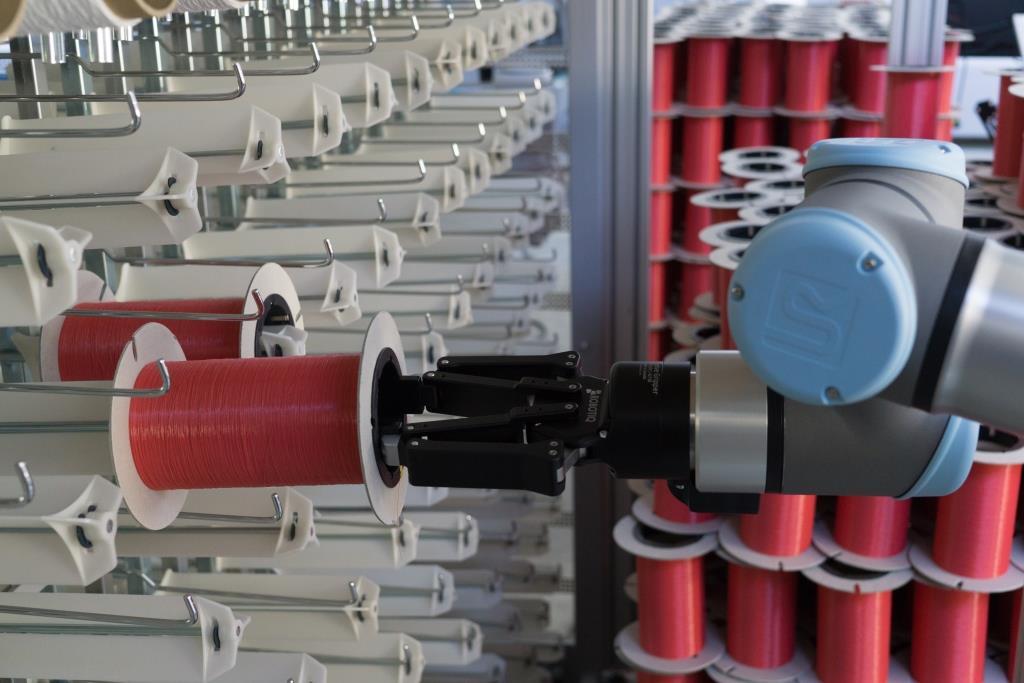 Cobots in der Textilindustrie © Falko Schubert / STFI