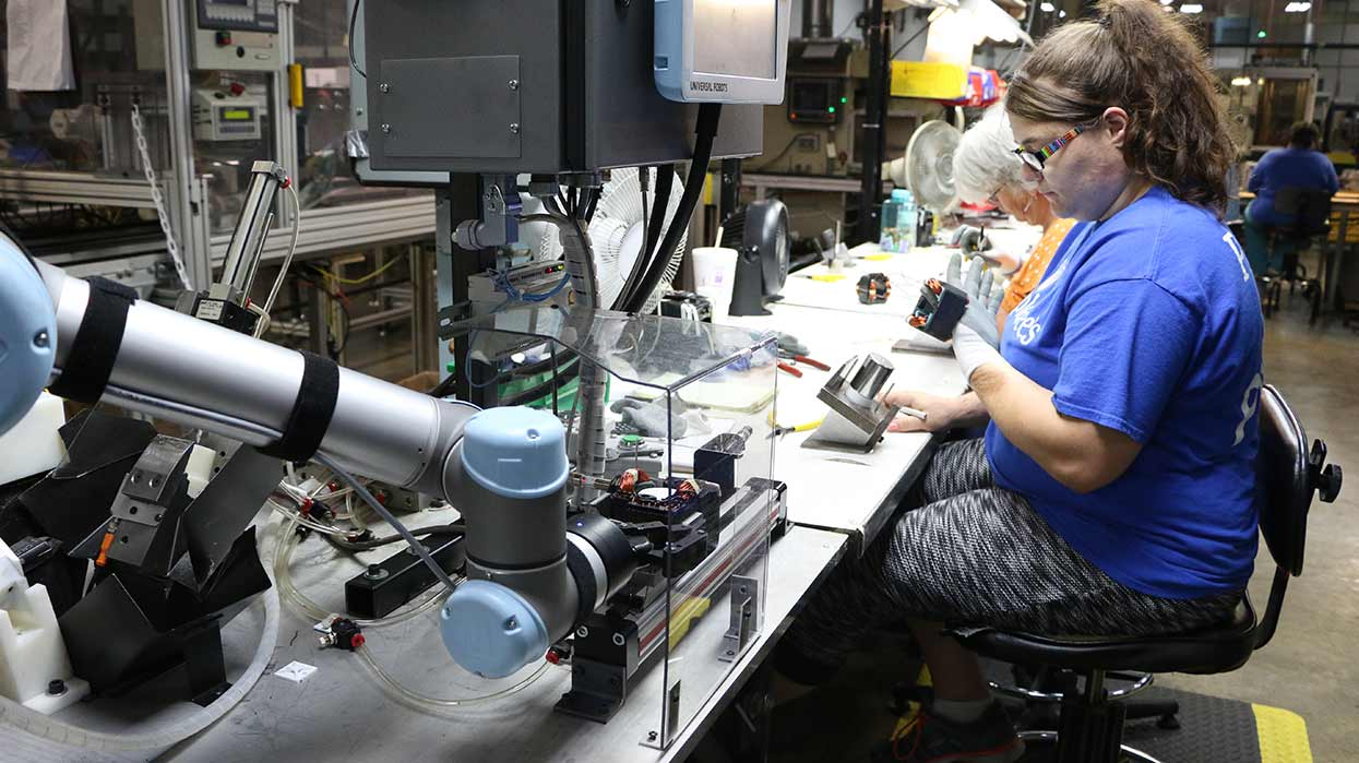 Robots-play-a-hand-in-reshoring-initiatives