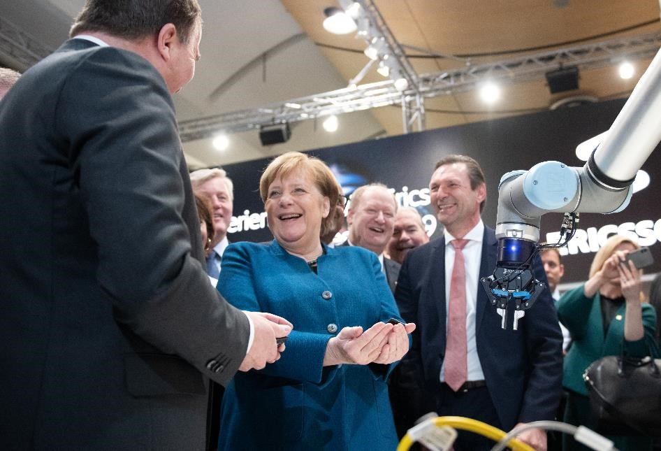 Angela merkel and Universal Robots at Hannover messe