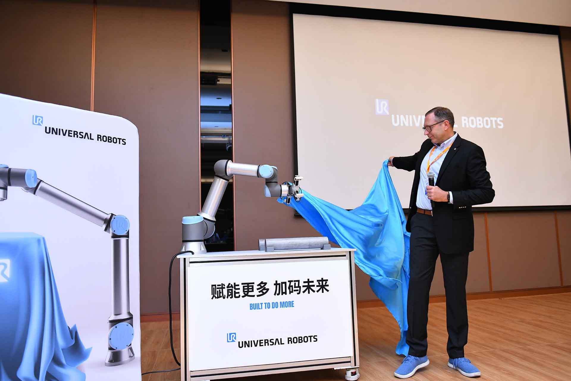 Five-Ways-Cobots-Enable-Manufacturers-to-Unlock-More-Value