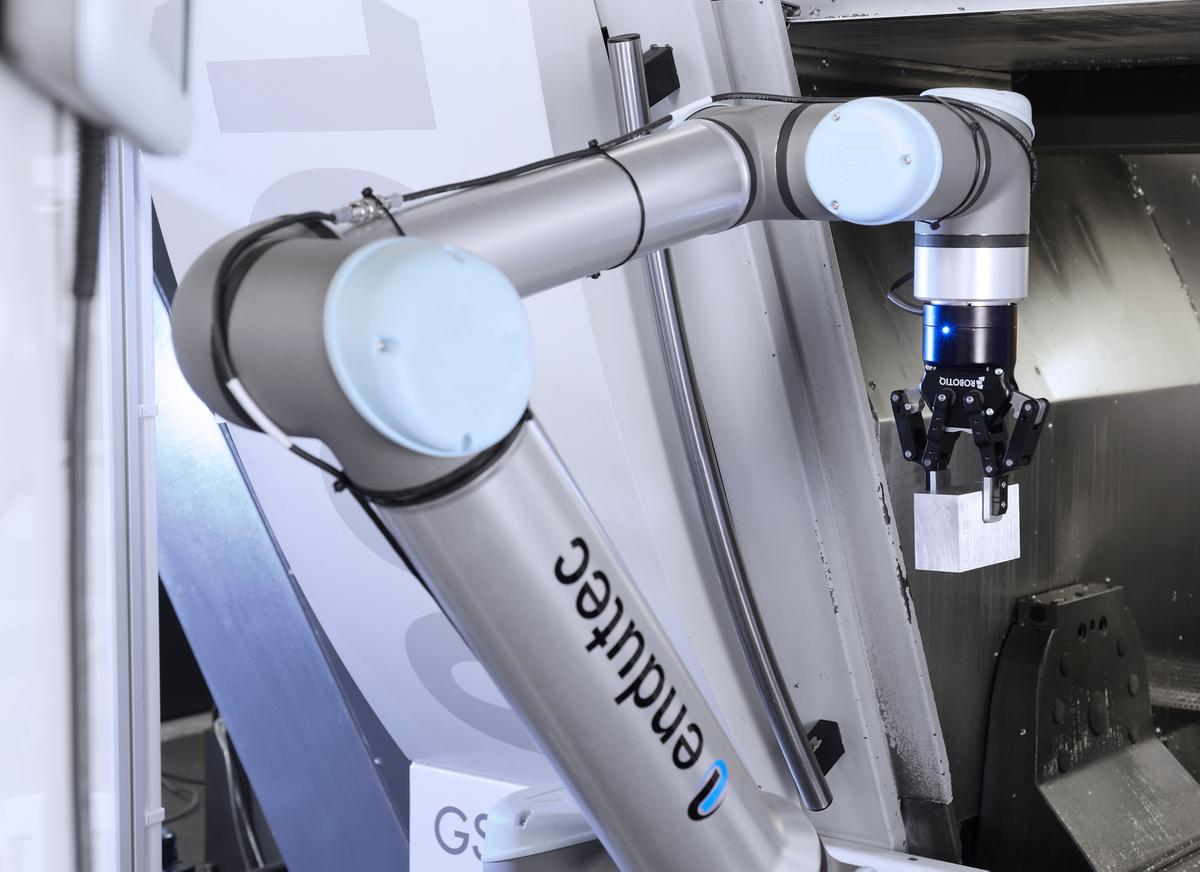 Cobots help productivity during Covid cricis