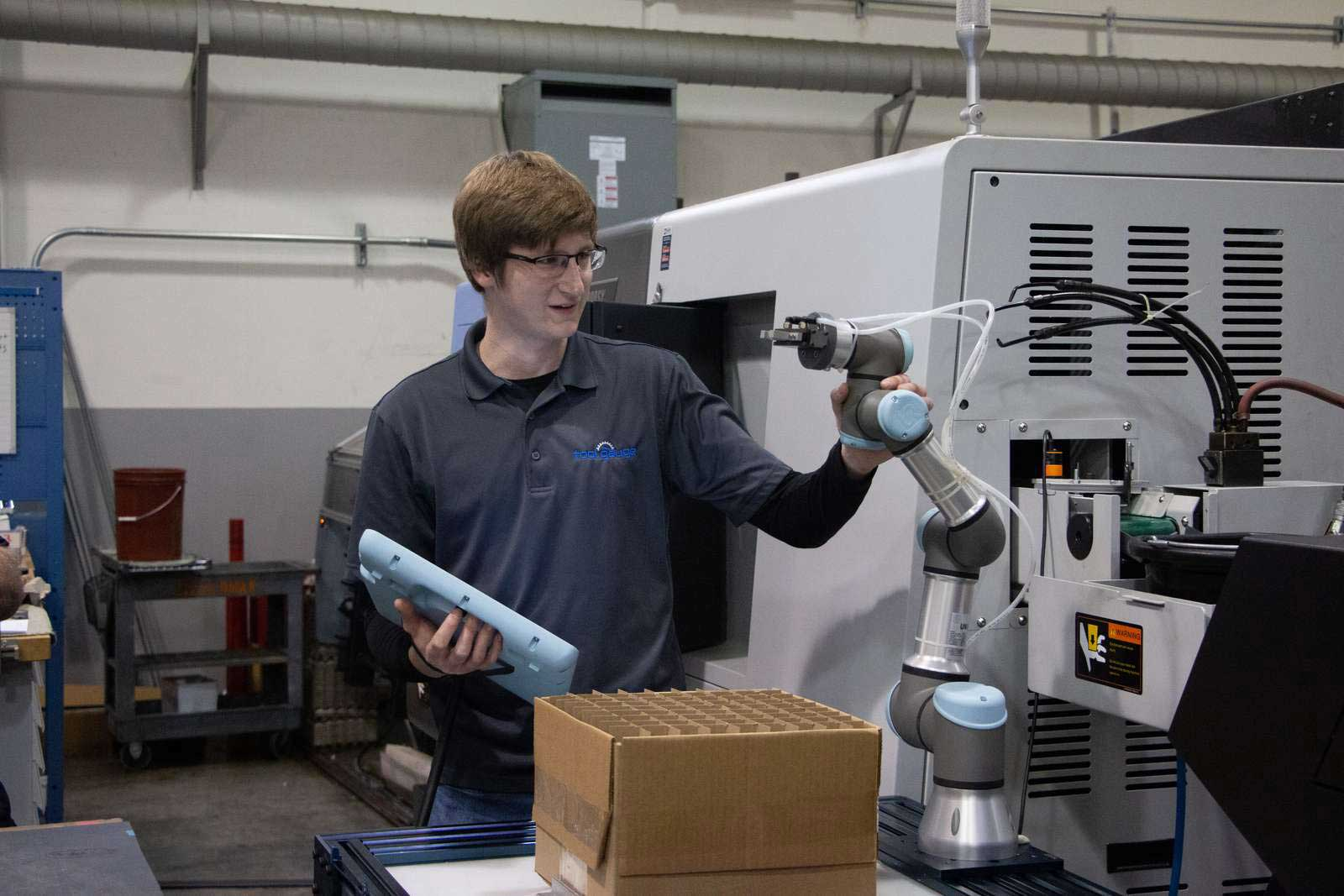 How to Choose Between Collaborative and Traditional Industrial Robots