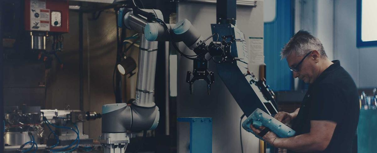 UR10_Robot_Collaborativi_drilling_Italy-1200px