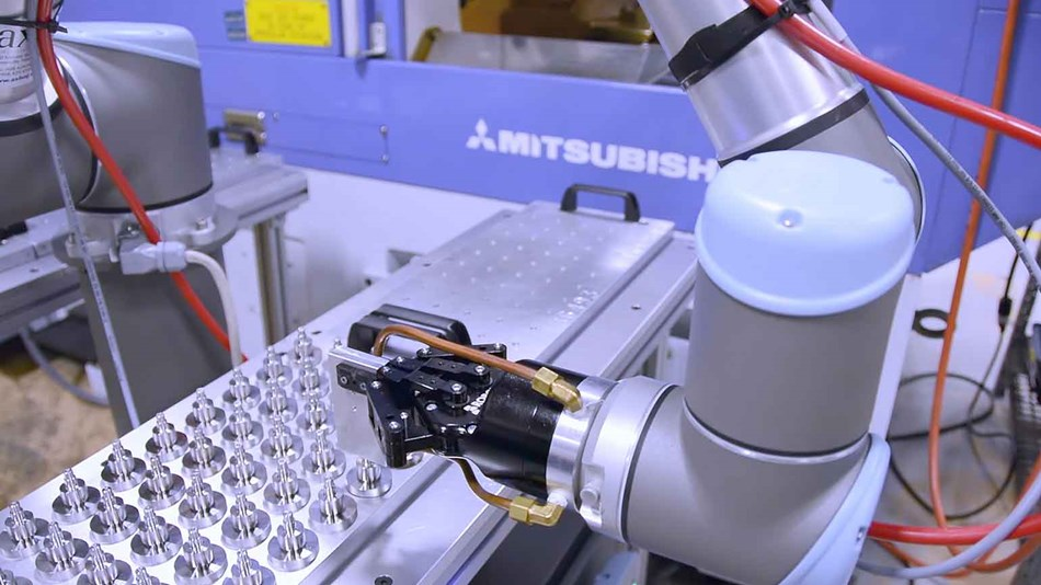 aerospace-industry-automates-cnc-with-collaborative-robots_ur10