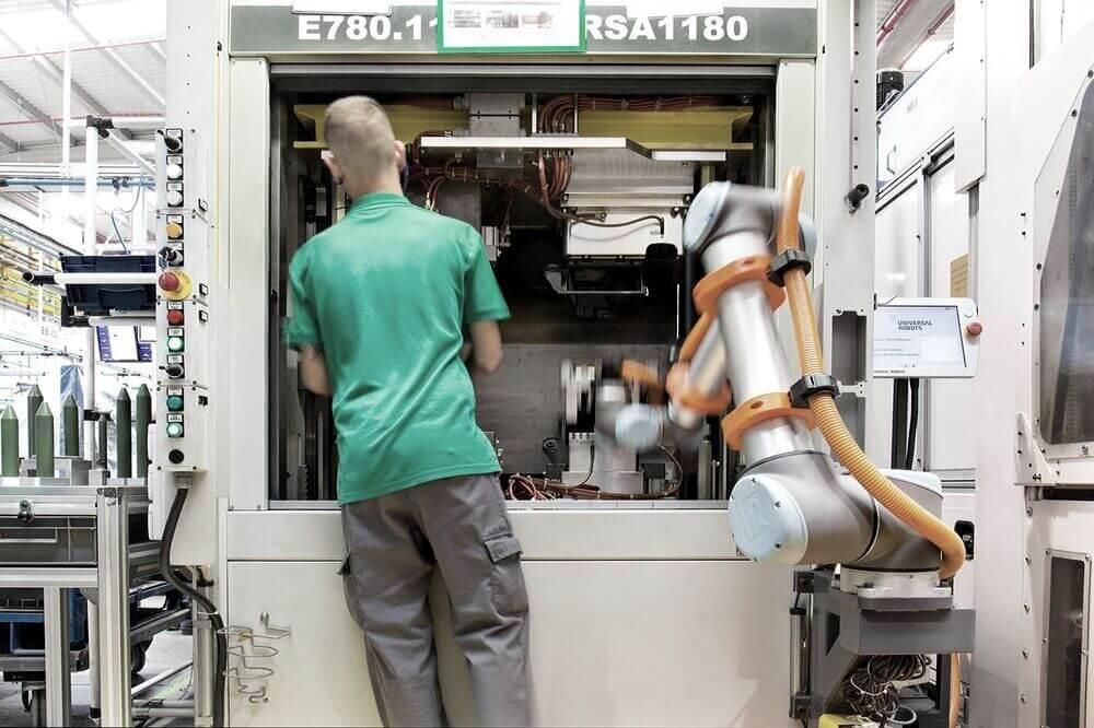 machine tending cobot (1)